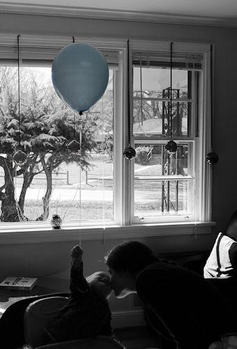 Oscar and his blue balloon